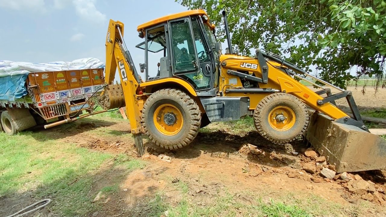 BharatBenz Truck 12 Tyres Stuck in Mud very Badly Pulling By JCB 3dx Eco