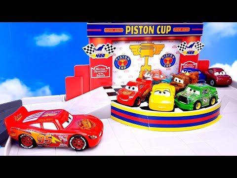 МАШИНКИ Набор Гараж Кубок Поршня Распаковка Молния Маквин и Toy for kids Cars машинки мультика Тачки