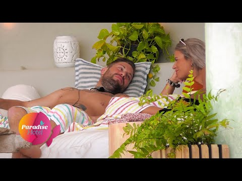 Neues Paar im Paradise Hotel ? Andi und Julia himmeln sich an | Paradise Hotel - Folge 03 from YouTube · Duration:  3 minutes 38 seconds