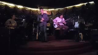 Minh Đức singer .Guitarist Trung Nghia .Bassits Minh Quang .drums Viet .Thuan pianist