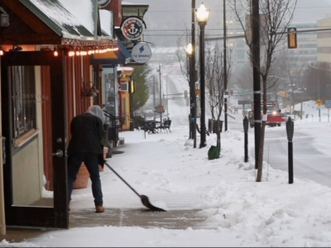 Snow blankets Philly area, the latest on schools, travel and weather forecast