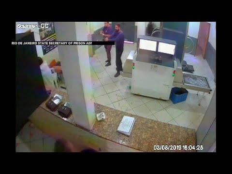 فيديو: لحظة إيقاف تاجر المخدرات الراحل الذي حاول الفرار بزيّ امرأة…  - 22:53-2019 / 8 / 12