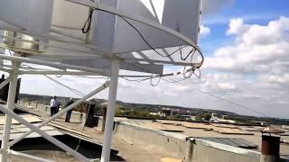 Вертикальный ветрогенератор(Вертикальный ветрогенератор на крыше здания. Характеристики неизвестны., 2015-09-28T18:27:03.000Z)