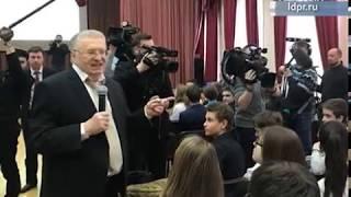 Владимир Жириновский провёл урок обществознания в столичной школе