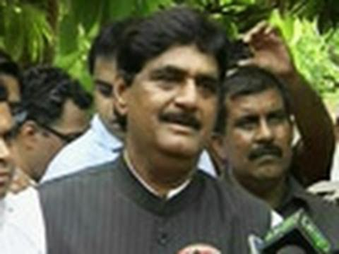 I am with BJP, says Munde in Delhi. Any takers?