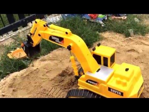 รถแม็คโครตักดินบังคับตักจริง excavator RC