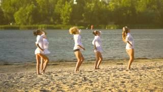 Танцевальный клип. Пляж, песок, движение...