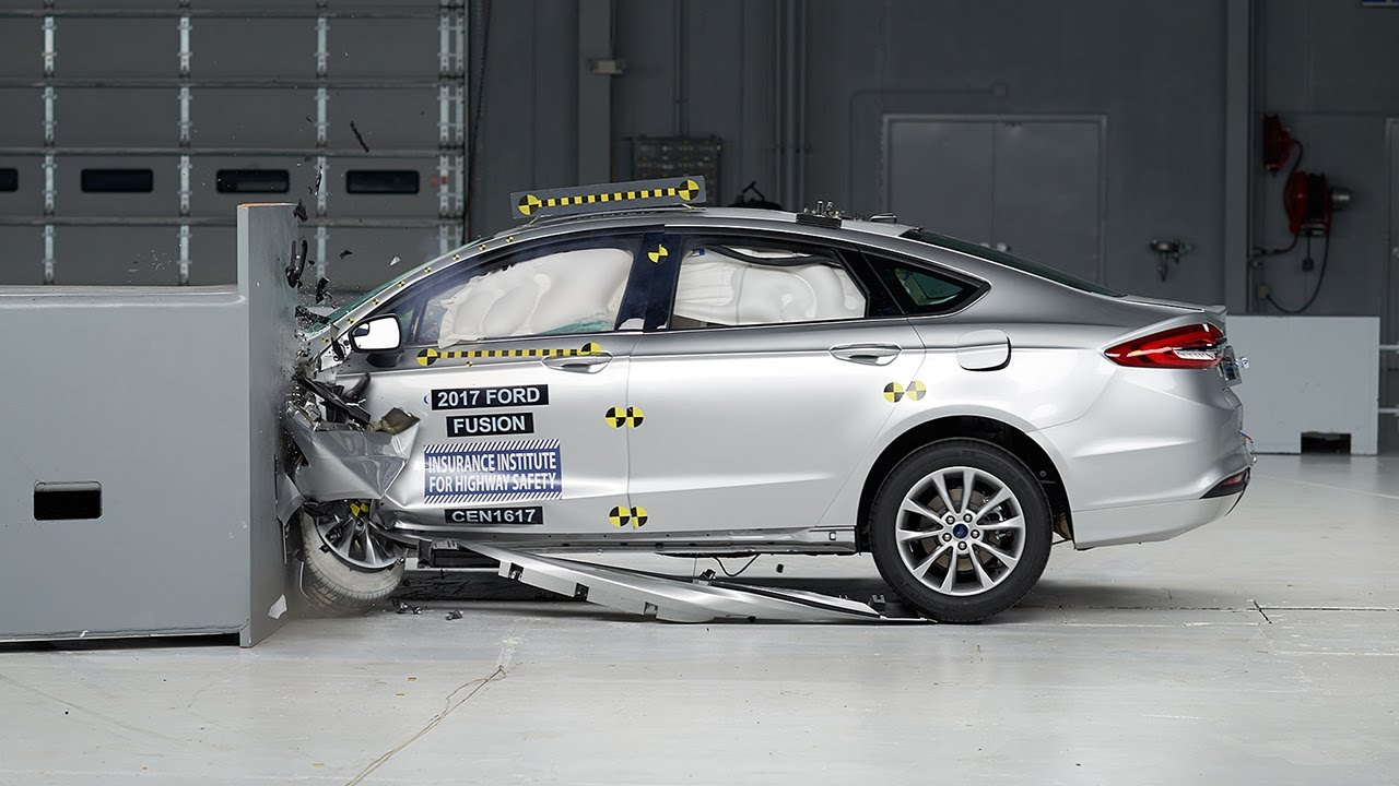 2017 Ford Fusion small overlap IIHS crash test