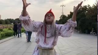 Смотреть видео Baba Yaga поздравила Парк Горького с юбилеем! г. Москва! онлайн