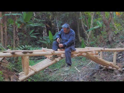 Grandpa Amu creates a wooden arch bridge,no nails,very powerful craftsman