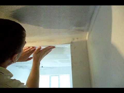 видео: Поклейка паутинки (стеклохолста) на фигурный потолок из гипсокартона.avi