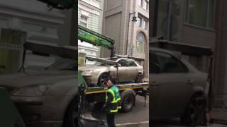 グチャァっておい!レッカー車はレッカー移動した車を破壊していきました。