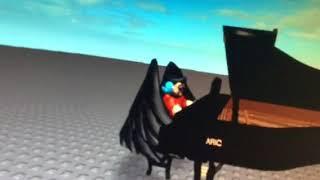 Me tocando piano em ROBLOX 2.