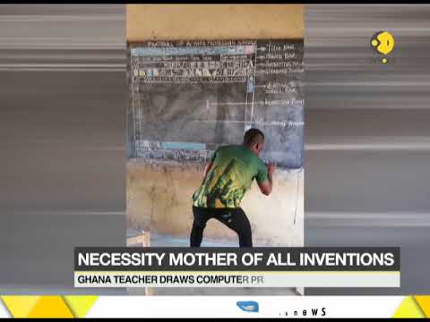 Ghana teacher draws computer programme on blackboard