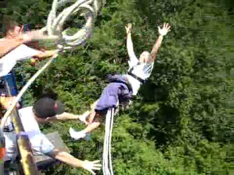 (Double Prank) Horrible! Bungee jump rope breaks and the man fell.
