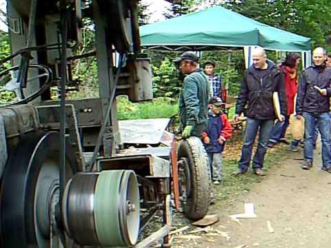 holz s gen und spalten mit einem alten g ldner kleindienst traktor youtube. Black Bedroom Furniture Sets. Home Design Ideas