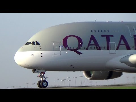 Amazing Thai, Singapore, Qatar A380 morning landings in Paris CDG
