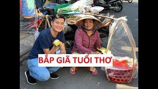 """Mê món """"bắp giã tuổi thơ"""", Khương Dừa ngồi ăn giữa chợ bị đuổi suốt!!!"""