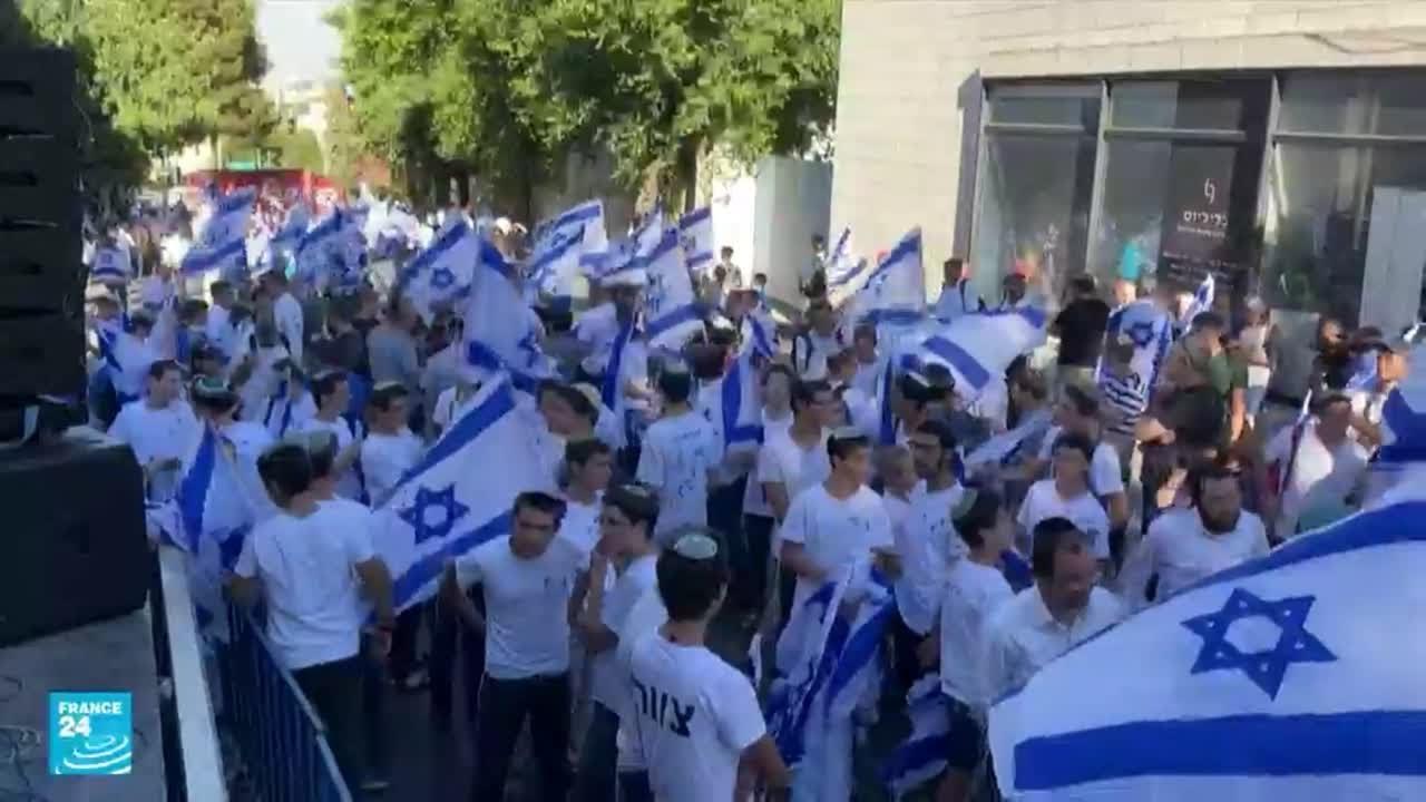 فلسطينيون يصفون مسيرة الأعلام الإسرائيلية بالاستفزاز المتكرر لهم في القدس  - نشر قبل 48 دقيقة