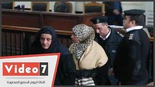 """بالفيديو..والدة وشقيقة """"حبارة"""" يحضران جلسة محاكمته بتهمة مقاومة السلطات"""