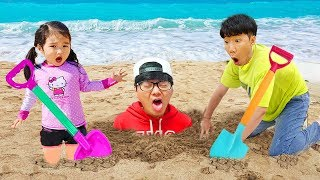 보람이와 아빠의 바닷가 숨바꼭질 놀이 Boram play with Dad on the Beach
