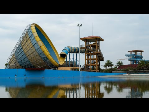 Exploring An Abandoned Water Park In China