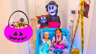 Pretend Play Halloween Trick or Treat Candy Haul with Hailey!
