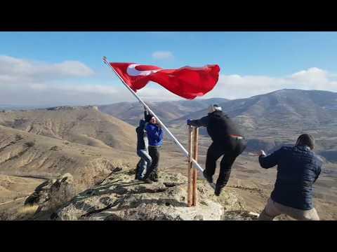 Zirveye Türk bayrağı dikimi