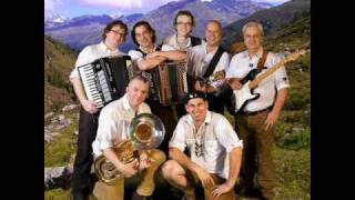 Video Alpenhorn concrt, Zermatt, Switzerland download MP3, 3GP, MP4, WEBM, AVI, FLV Februari 2018