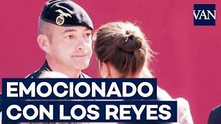 El_paracaidista_que_quedó_atrapado_en_la_farola_se_emociona_en_su_saludo_con_el_Rey