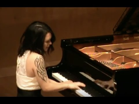 Primavera Shima plays Schumann Fantasiestucke Op.12 (In Der Nacht and Traumes Wirren)