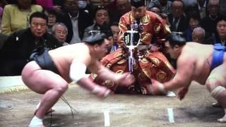 2016 初場所 12日目、二横綱に連勝して迎えた大関 琴奨菊。 日馬富士が...