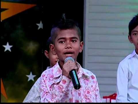 3 / A little boy Meas Samon sing khemarak Sreymon