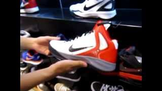 Sentimental Disparidad Doméstico  A corner of the biggest Nike Store in Vietnam. - YouTube