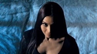 Raaz 3 - Bipasha Scared Of Her Own Laughter
