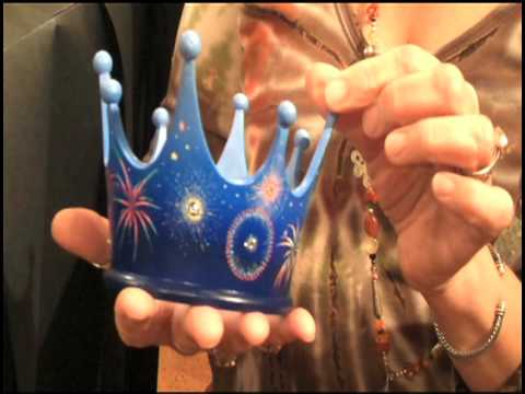 Keepsake Artist Julie Forsyth Discusses Centennial Crowns