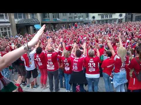 Veszprém szurkolók a Kölni Dóm mellett