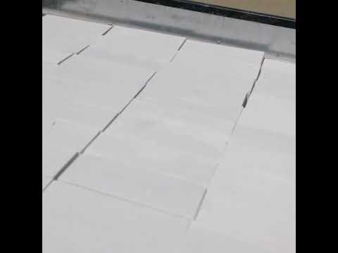 Белый облицовочный силикатный кирпич трехпустотный.