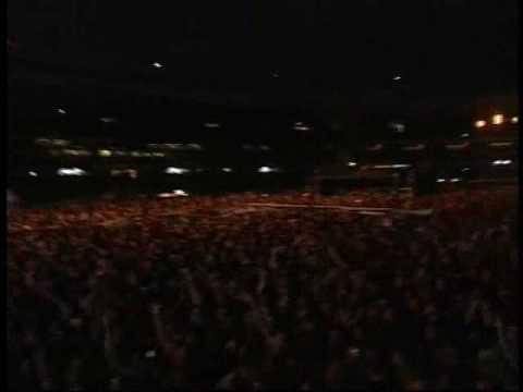 Los Fabulosos Cadillacs - Manuel Santillán, El León (En River 12/12/08) from YouTube · Duration:  5 minutes 42 seconds