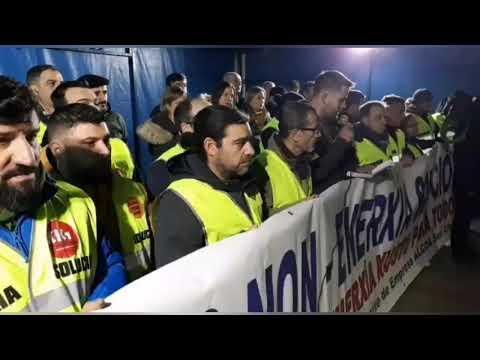 Cientos de personas se concentran en Foz en defensa de Alcoa