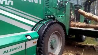 pokaz  działania maszyny   do drzewa  leśnych