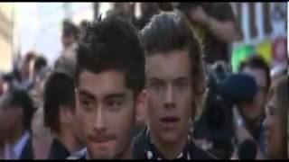 Harry Styles kissing at This Is Us Movie Premiere One Direction