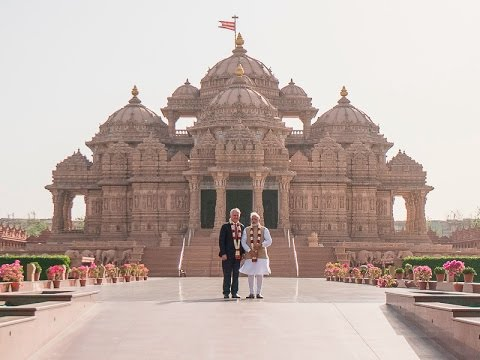 Indian PM Narendra Modi and Australian PM Malcolm Turnbull visit Swaminarayan Akshardham