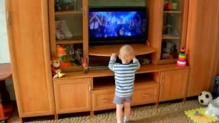 Open Kids! Данила танцует под клип и песню Open Kids: Не танцуй!