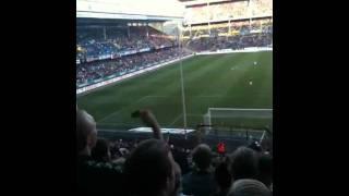 Rikard Norling håller på Gnaget klacken AIK - MFF 2011