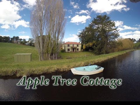 Romantic Accommodation - Apple Tree Cottage - Adelaide Hills Country Cottages
