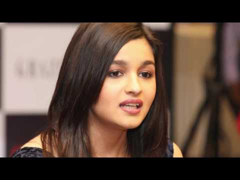 Alia Bhatt was dating a guy from Dubai | Latest Bollywood Gossip from YouTube · Duration:  1 minutes 27 seconds