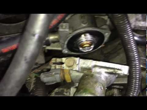 Replacing a Thermostat - Acura Integra