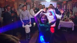 Танец жениха с тёщей. Ведущая Виктория Титова