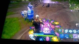 Green Gamer plays Fortnite: i get a lama